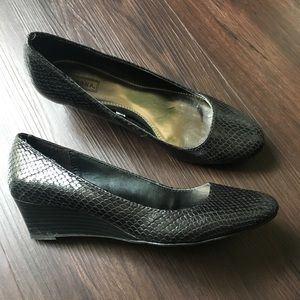 Black Leather Snake Textured Low Wedges